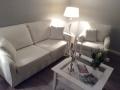 Bordesholm, Die Couch wurde mit einem weißen Stoff bezogen, Bordesholm